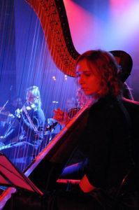 Koncert Niepodległości 2009. Harfistka Sandra Kopijkowska (fot.Paweł Rzeńca)