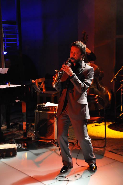 Koncert Niepodległości 2009. Saksofonista Grzech Piotrowski (fot.Paweł Rzeńca)