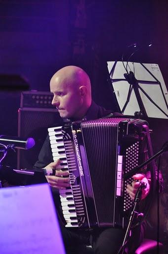 Koncert Niepodległości 2010. Akordeonista Marcin Janiszewski (fot.Paweł Rzeńca)