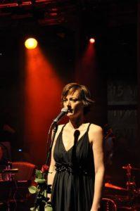 Koncert Niepodległości 2010. Organizatorka i wokalistka Ola Turkiewicz (fot.Paweł Rzeńca)