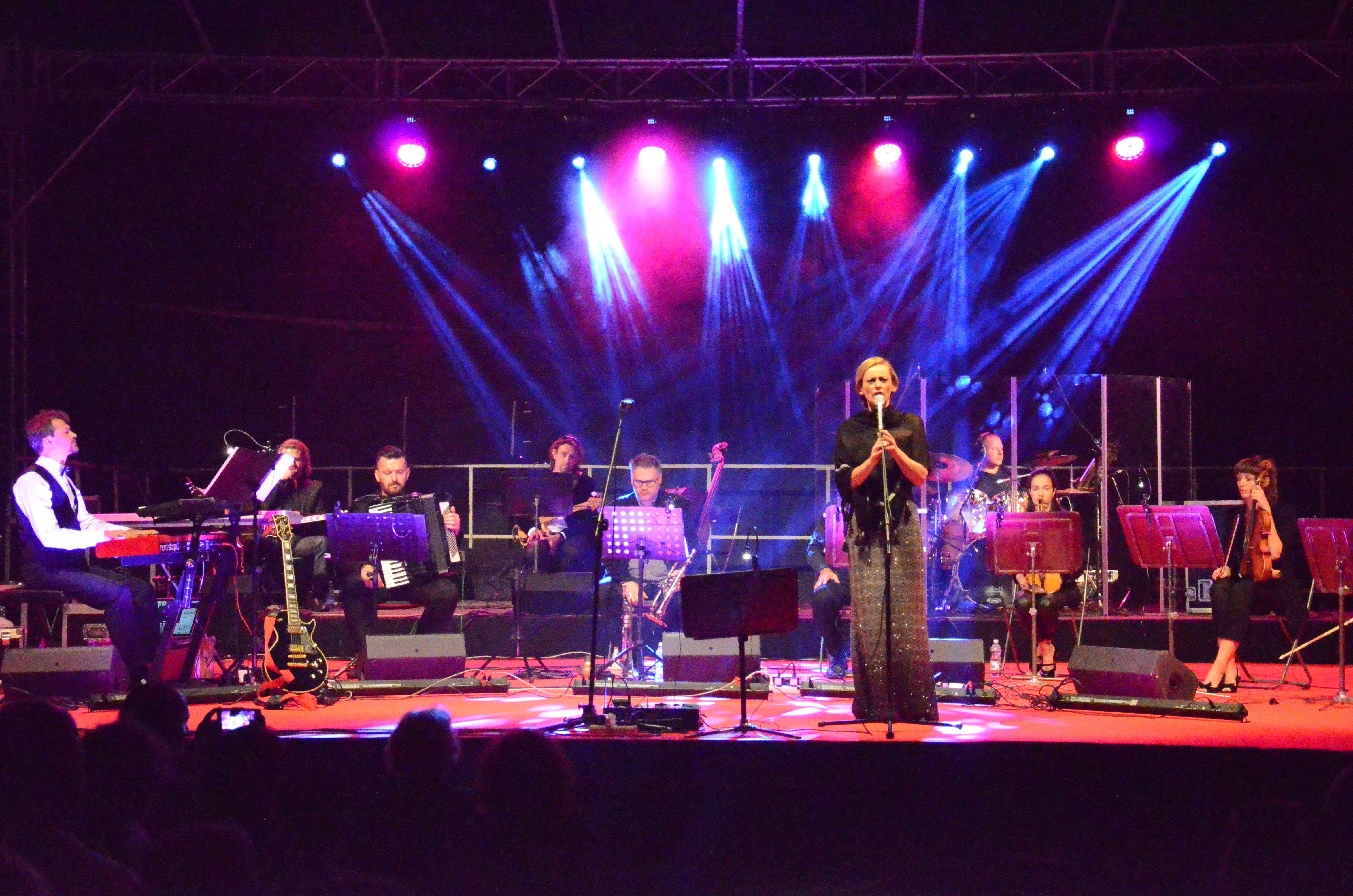 """Ola Turkiewicz. Koncert Niepodległości """"Westerplatte"""". Gdańsk-Westerplatte 1.09.2016. Fot. Dorota Smolarek"""
